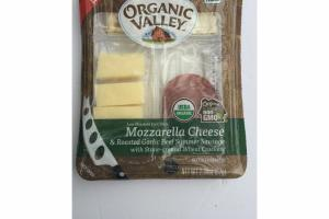 MOZZARELLA CHEESE & ROASTED GARLIC BEEF SUMMER SAUSAGE WITH STONE-GROUND WHEAT CRACKERS