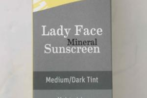 MOISTURIZING BROAD SPECTRUM SPF 40 LADY FACE MINERAL SUNSCREEN TINTED FACE STICK