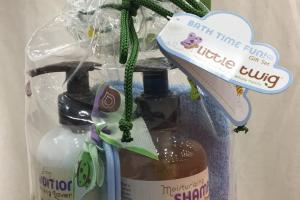 Calming Lavender Shampoo, Calming Lavender Detangling Conditioner, Soft Wash Cloth, Gentle Brush & Comb Gift Set